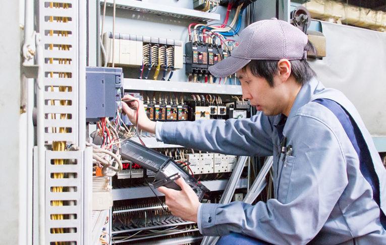 設備の電気分野を担当